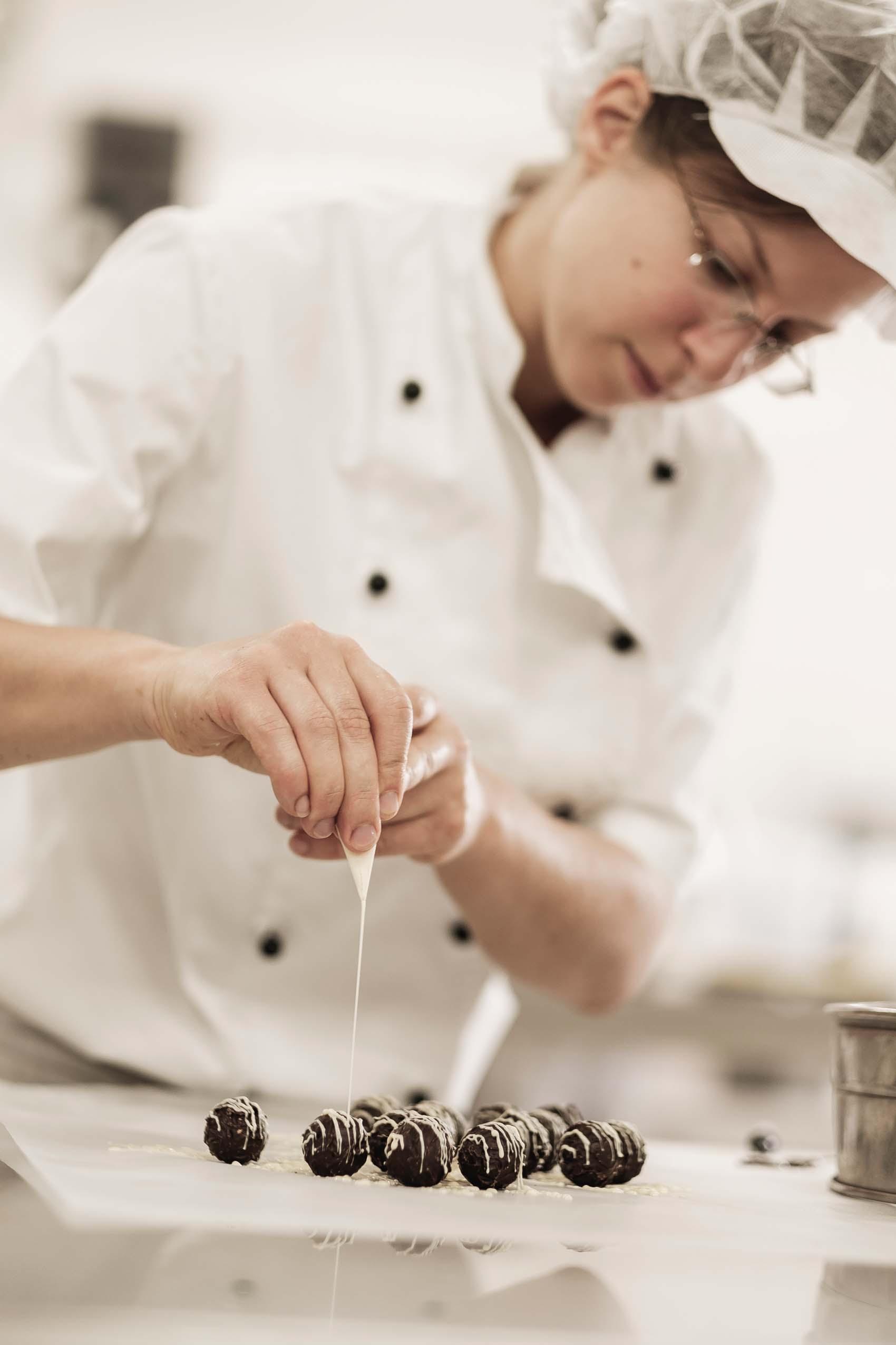 Food-Fotografie im Kleinen: Zarte handgemachte Pralinés aus der Konditorei Brommler