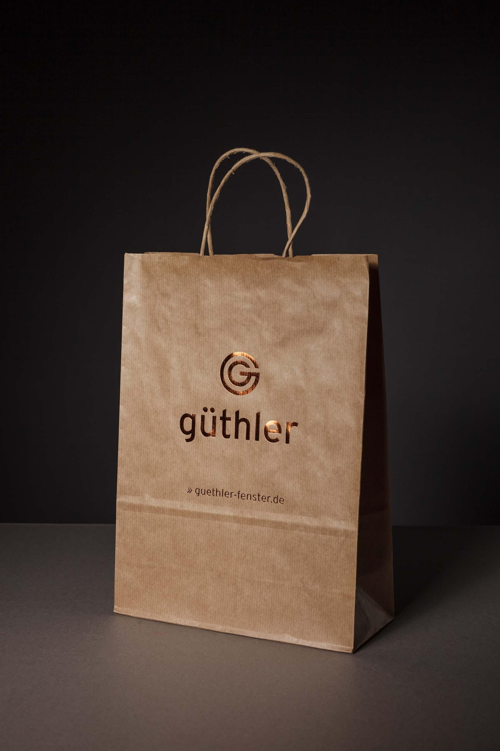 Papiertasche als Goodie Bag mit Heißfolienveredelung