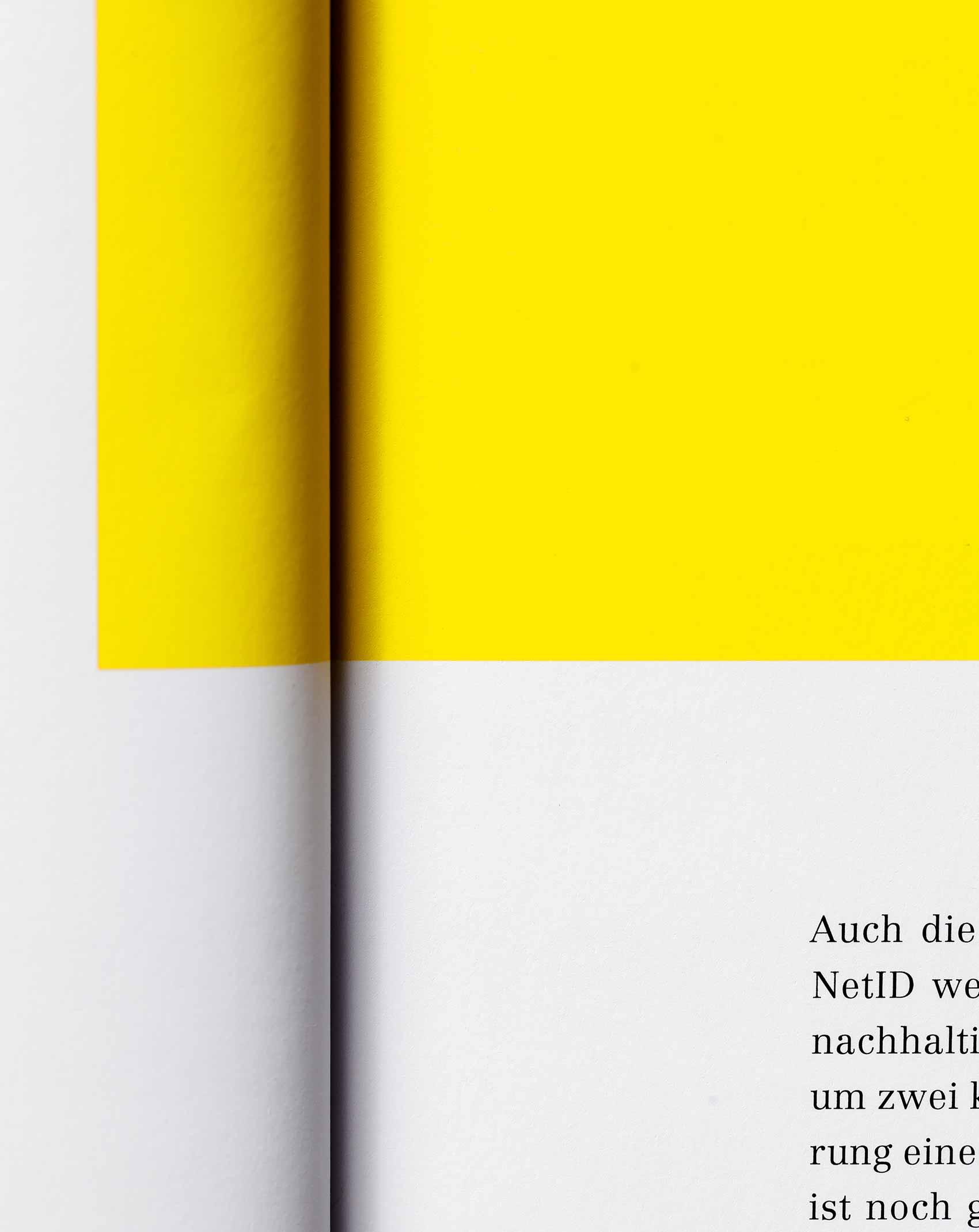 Farbkontraste im Grafikdesign des VZB-Magazins